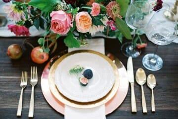 elementos de la mesa del banquete
