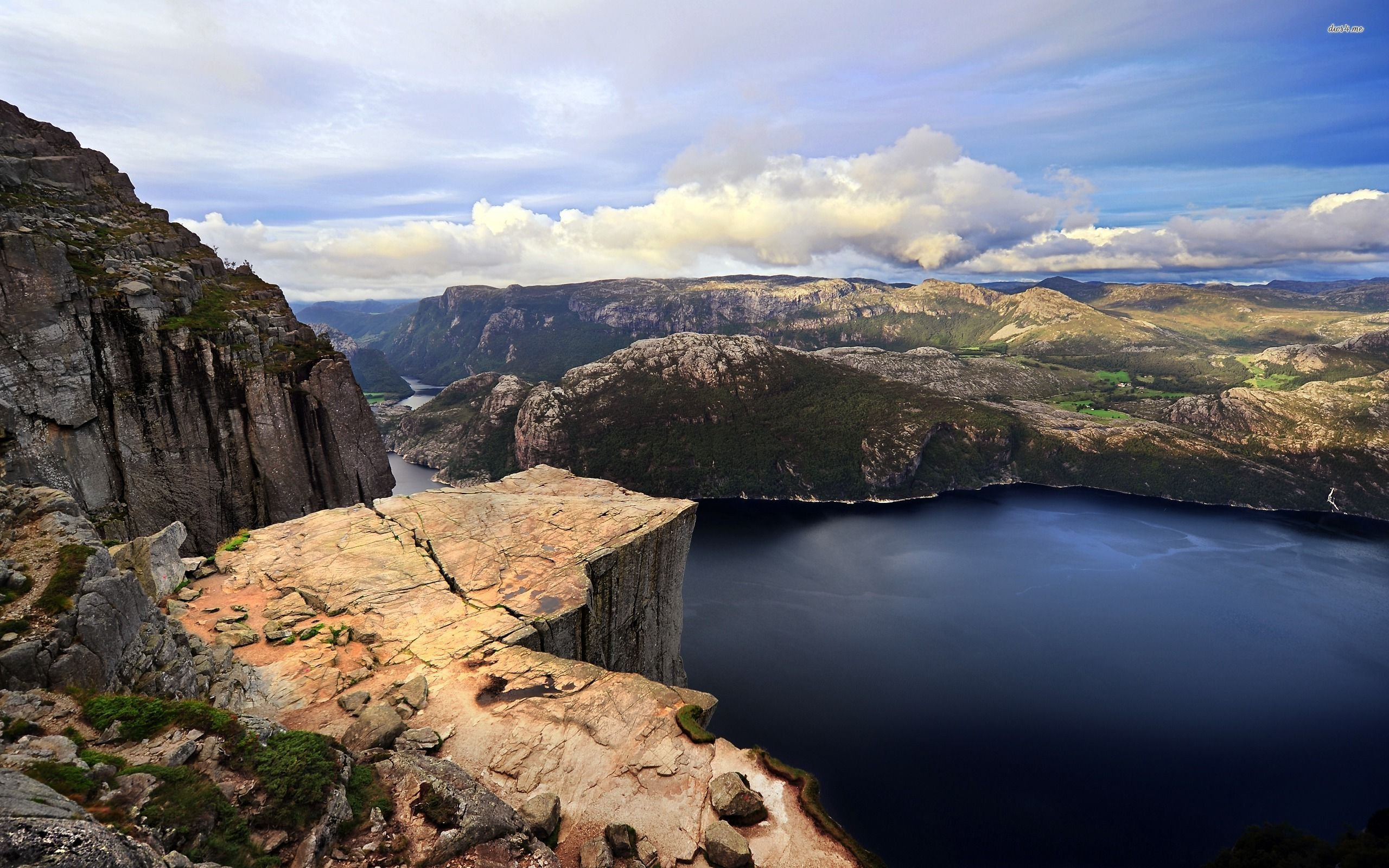 preikestolen-pulpit-rock-norway-europe-lysefjorden-fjord